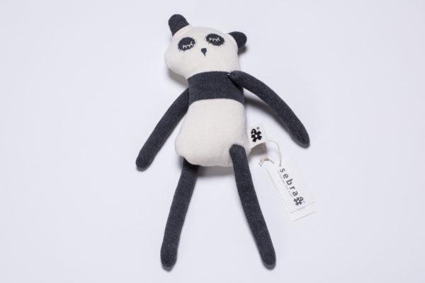 """Strickpuppe """"Panny"""" Panda mit Sleepy Eyes von sebra"""