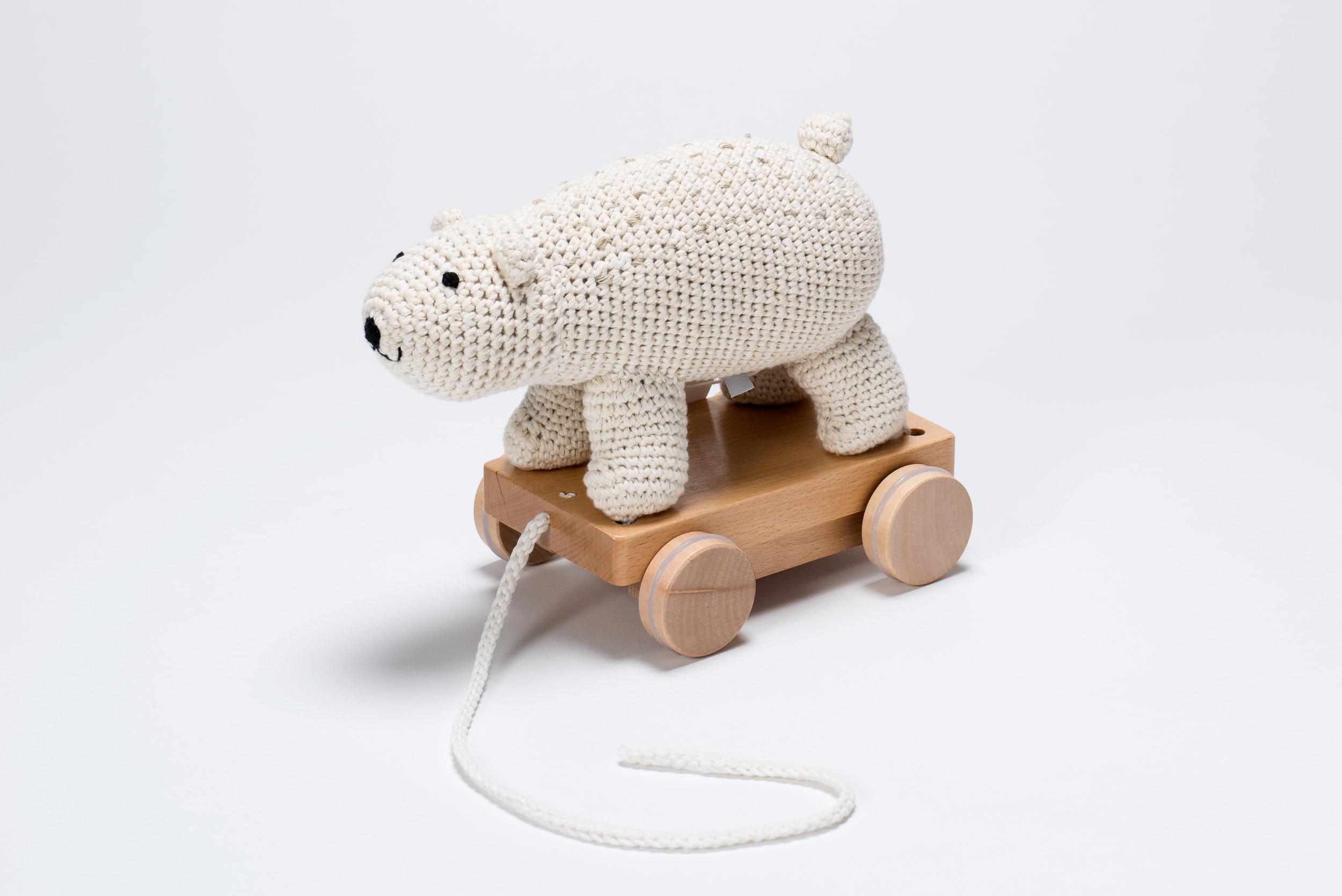 Nachziehtiere sind ein echter Spielzeugklassiker. Der Eisbär ist allerdings besonders süß.