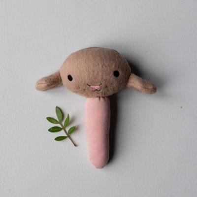 Bio Rassel Little Rattle braun rosa von lisqa