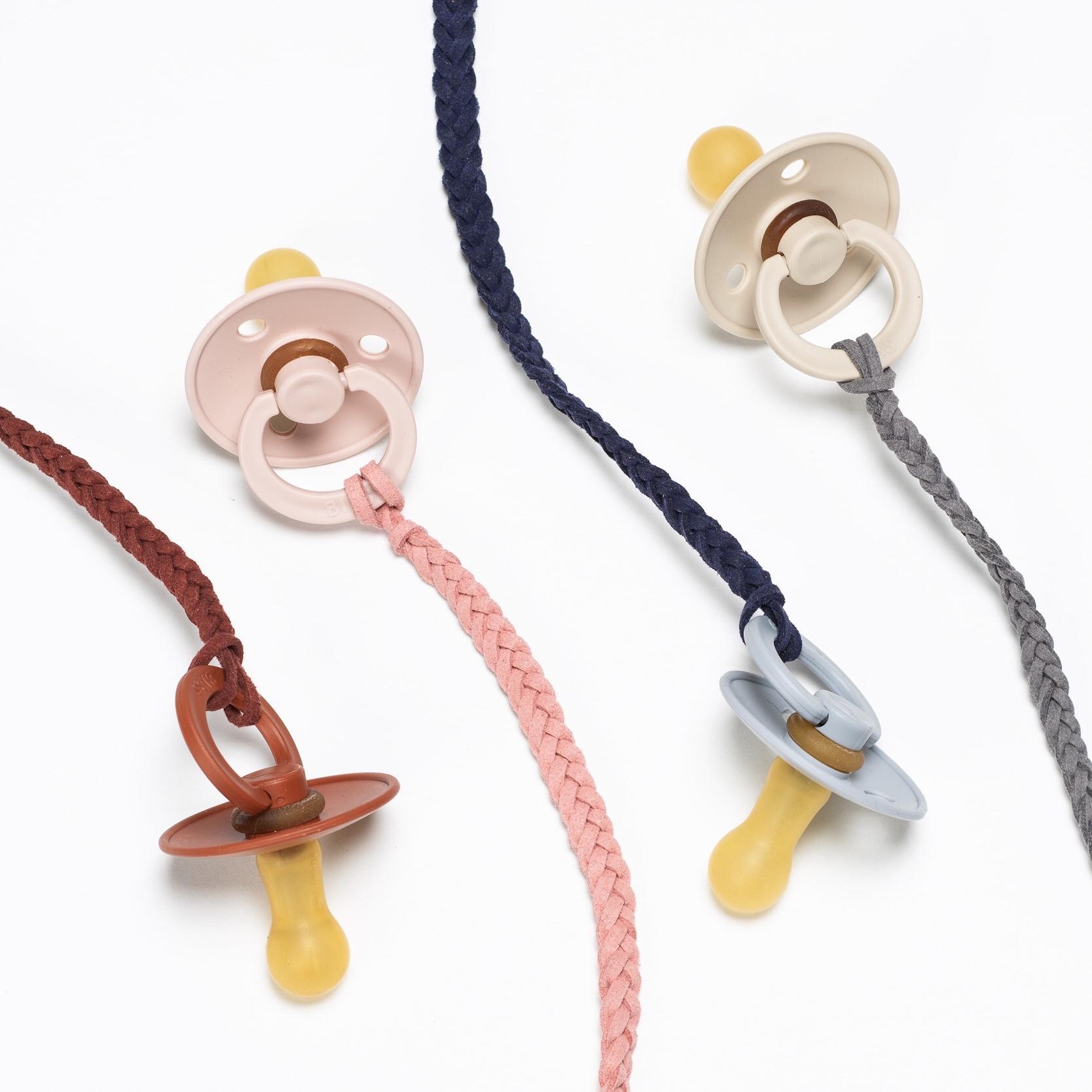 Geflochtene Schnullerbänder aus Leder von Tiny Totsies
